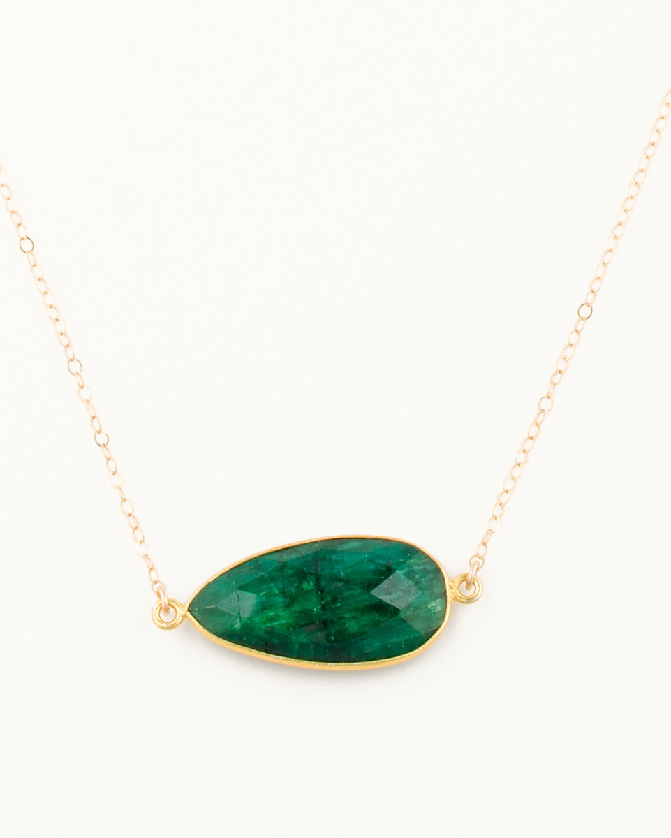 white in emerald oval ct qp pendant necklace gold