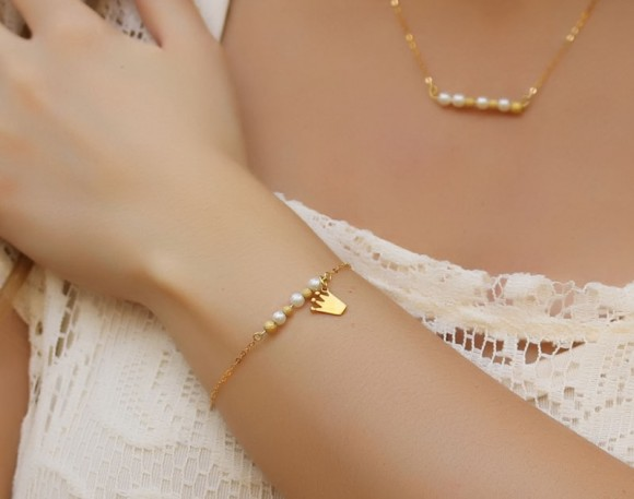 "Charm pearl gold bracelet, 14k gold filled, bridesmaid jewelry, everyday bracelet, gold bracelet, freshwater pearl, ""Calliste"" Bracelet"