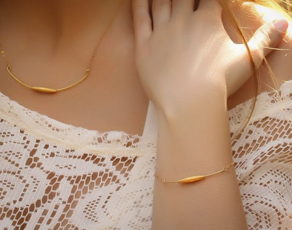 Bracelets Of Gold, Bridesmaid Bracelet Gift / Friendship Bracelets, Friendship Bracelets Gold / Curved Bar Bracelet, Delicate Gold Bracelet / 14k Gold Filled Chain | Liriope