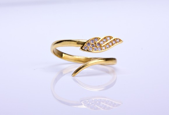 Angel wing ring / Gold Stacking ring | Notus