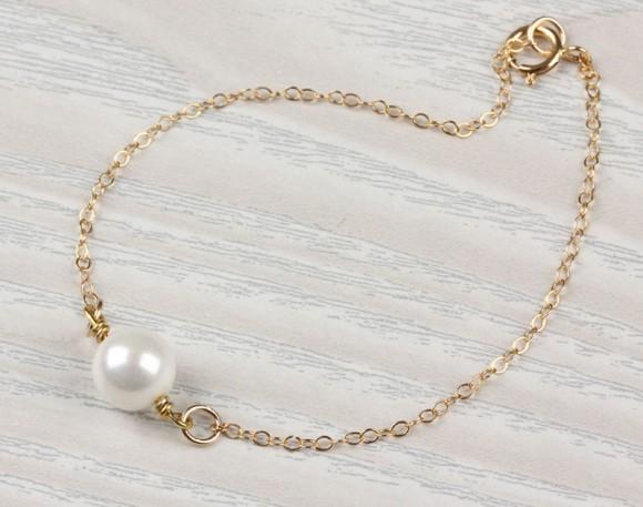 "Pearl bracelet, bridesmaid bracelet, white pearl jewelry, bridal bracelet, 14k gold filled bracelet, wedding, charm bracelet, ""Helie"""