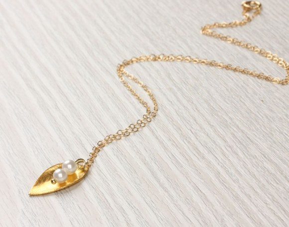 "Leaf Gold Necklace, Mother Of Pearl Necklace / Leaf Pendant, Bridesmaid Necklace / 14k Gold Filled Chain, Bridal Necklace | ""Aigina"""