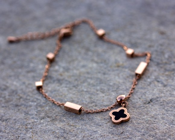 Rose Gold anklet, Rose Gold Ankle Bracelet / Clover bracelet, Bridesmaid Gift / Stainless steel Anklet, Foot jewelry | Mnemosyne