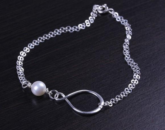 "Infinity pearl bracelet, bridesmaid bracelet, layered bracelet, pearl bracelet, best friend bracelet, silver infinity bracelet, ""Oupis"""