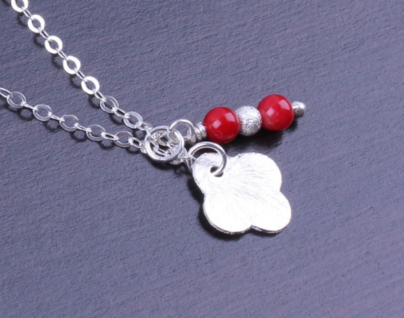 "Silver Clover Necklace, Coral Necklace / Tiny Clover Necklace, Lucky Charm Pendant / Gift Under 20, Sterling Silver Clover | ""Euadne"""