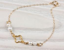 Delicate Pearl Bracelet / 14k Gold Filled Bracelet | Europe